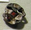 Cividale, man, fibula a S in argento dorato, da necropoli san giovanni 01 con granati almandini.jpg