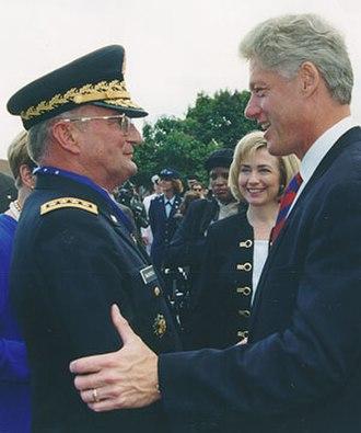 John Shalikashvili - Shalikashvili with U.S. President Clinton.