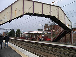Clydebank railway station in 2007.jpg