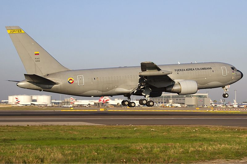 http://upload.wikimedia.org/wikipedia/commons/thumb/6/6d/Colombian_Air_Force_Boeing_KC-767-2J6ER_Lofting-1.jpg/800px-Colombian_Air_Force_Boeing_KC-767-2J6ER_Lofting-1.jpg