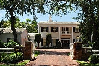 Coral Gables Villages - Image: Coral Gables Villages 2012 184