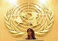 Cristina Fernández con logo de la ONU.jpg