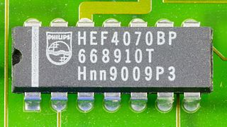 DOV-1X - Philips HEF4070BP on printed circuit board-9802.jpg