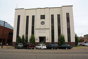 Dallas County Courthouse in Selma. Built in 1901, it was given an extensive modern makeover in 1960