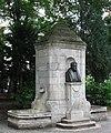 Denkmalbrunnen für Friedrich Bezold Nußbaumanlagen Muenchen-2.jpg