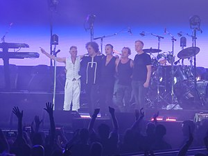 Depeche Mode @ United Center, Chicago 6 1 2018 (42627722060).jpg