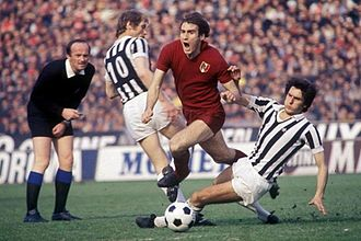 Derby della Mole - Graziani tackled by Scirea and Benetti during a derby for the Scudetto in 1976–77
