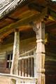 Detal architektoniczny chaty drewnianej Rumunia.png