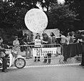 Dolle Mina beweging te Den Haag tegen voorschriften geboortebeperking RK-kerk, b, Bestanddeelnr 926-5692.jpg