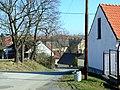 Dolní Břežany, Lhota, domy v obci.JPG