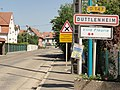 Duttlenheim (Bas-Rhin) city limit sign.jpg