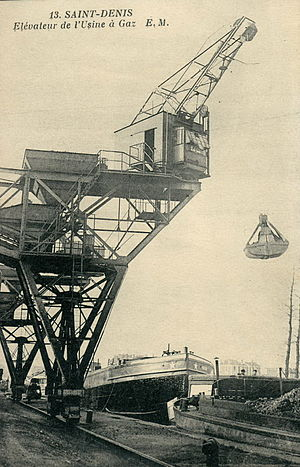 Bulk-handling crane - Early French crane loading coal for a gasworks