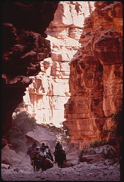 File:ENTERING THE GRAND CANYON - NARA - 544313.jpg