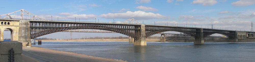 A panoramic picture of the Eads Bridge over the Mississippi River