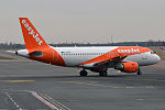 EasyJet, G-EZDE, Airbus A319-111 (16270488789).jpg