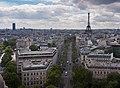 Eiffelturm von arc de triomphe.jpg
