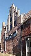 foto van Huis met gotische trapgevel waarvan de ezelsruggen verdwenen zijn