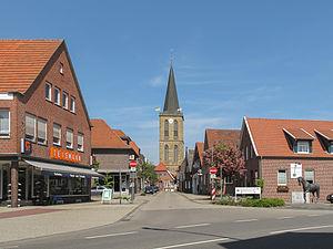 Emsbüren - Image: Emsbüren, kerk in straatzicht foto 6 2011 05 07 12.21
