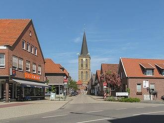 Emsbüren - Emsbüren, church (die Sankt Andreaskirche) in the street