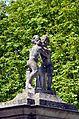 Engelstor, Schönbrunn - Würgeputti 01.jpg