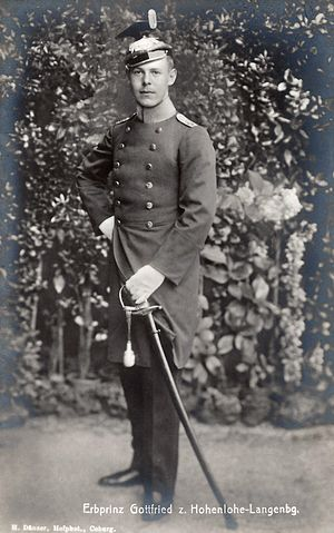 Gottfried, Prince of Hohenlohe-Langenburg - The prince in uniform, c. 1916