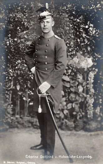 Gottfried, Prince of Hohenlohe-Langenburg - The prince in uniform, c. 1916