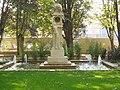 Estatua de la mujer con agua.jpg