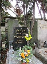Eva Olmerová-hrob, Hřbitov Holešovice.jpg