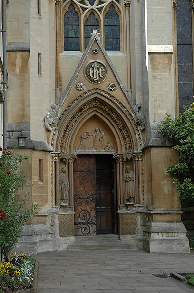 پرونده:Exeter College, Oxford chapel door.jpg