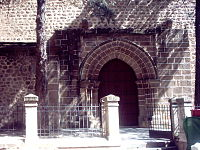 Fachada de la iglesia de San Esteban, Corral de los Alcaldes.