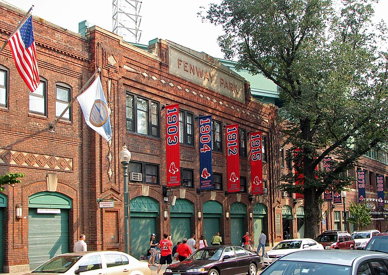 http://upload.wikimedia.org/wikipedia/commons/thumb/6/6d/Fenway_Park01.jpg/800px-Fenway_Park01.jpg