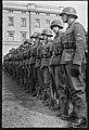 """Fo30141711140060 """"Reservebataljon Holmestrand paraderer for Quisling på Slottsplassen"""" 1942-06-14 (NTBs krigsarkiv, Riksarkivet).jpg"""