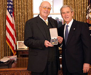 Forrest Bird - Forrest Bird (left) receiving the Presidential Citizens Medal from President George W. Bush (right) in 2008