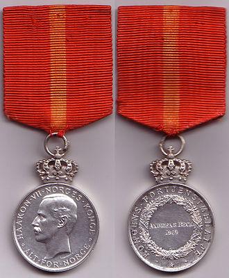 King's Medal of Merit - Image: Fortjenstmedalje solv