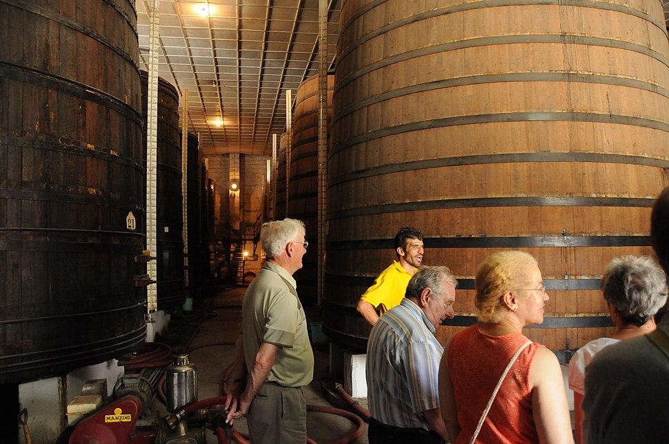 Foudres de stockage des vins à la cave de Limassol