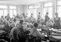 Frauen in der Armeeschneiderwerkstatt an der Arbeit - CH-BAR - 3241361.tif
