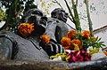 Frida Kahlo and Diego Rivera statue.jpg