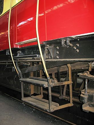 GWR Autocoach - Retractable steps for use at low platforms