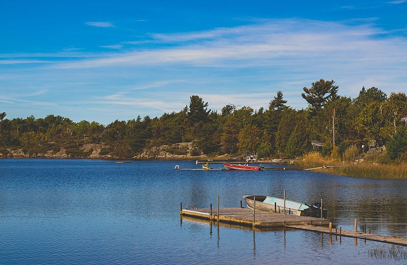 File:Giroux Lake Canada (30328536623).jpg