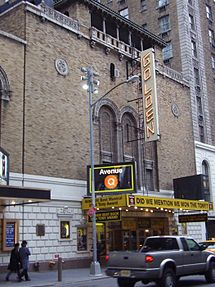 Ekstero de la John Golden Theatre