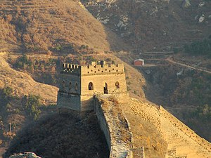 A section of the Great Wall of China between S...