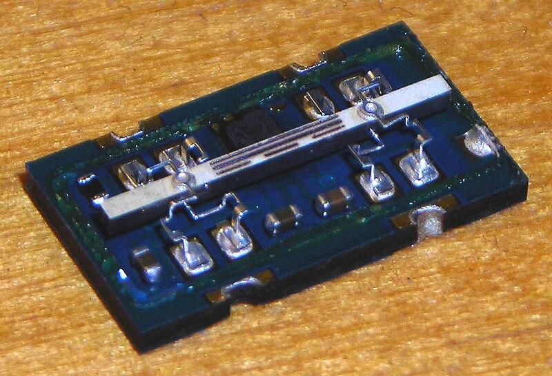 Gyro chip-Esky-Lama v3 model helicopter.jpg