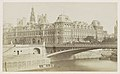 Hôtel de Ville in Parijs, op de voorgrond de Pont d'Arcole, RP-F-F01212-32-3.jpg