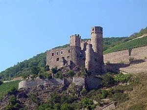 Burgruine Ehrenfels vom Rhein aus gesehen, Südost-Ansicht