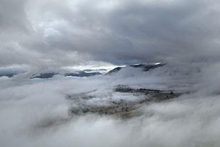 fotografia di nebbia pesante