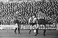 Heracles tegen Feyenoord 1-5, Coen Moulijn tussen twee Heracles verdedigers, Bestanddeelnr 917-1095.jpg