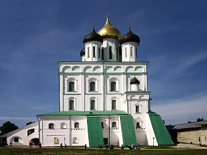 Holy Trinity Cathedral in Pskov.jpg, автор: Senapa