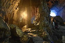 Houng Tich Cave, site of the Perfume Pagoda, northern Vietnam (34) (37802990284).jpg