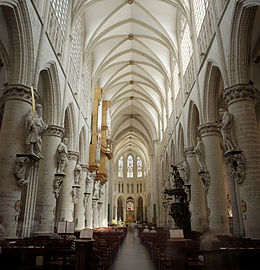 In de Sint-Goedelekathedraal te Brussel liet Karel zich alvast tot ...