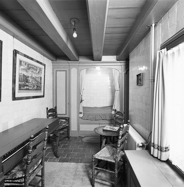 File interieur eerste verdieping kamer meidenkamer met for Kamer interieur